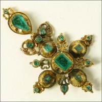 Gold crucifix, incrusted with emeralds !